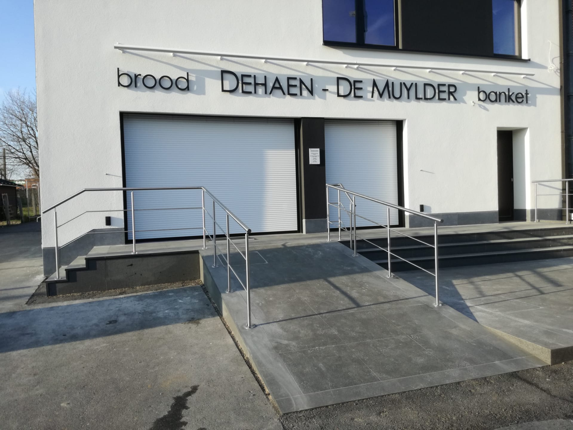 Nieuw project: leuning toegang bakkerij Dehaen - De Muylder